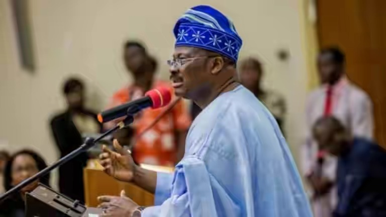 Oyo workers in joyous mood, as Ajimobi approves payment of all outstanding salaries