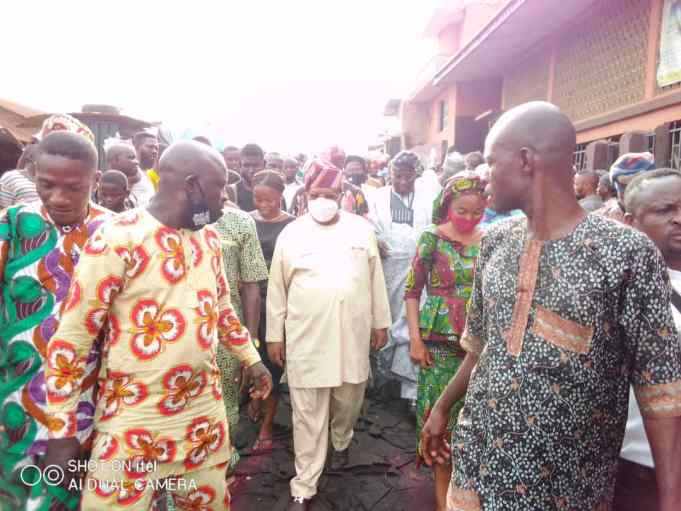 Tegbe Donates Millions Of Naira To Traders Of Burnt Spare Parts Market In Ibadan