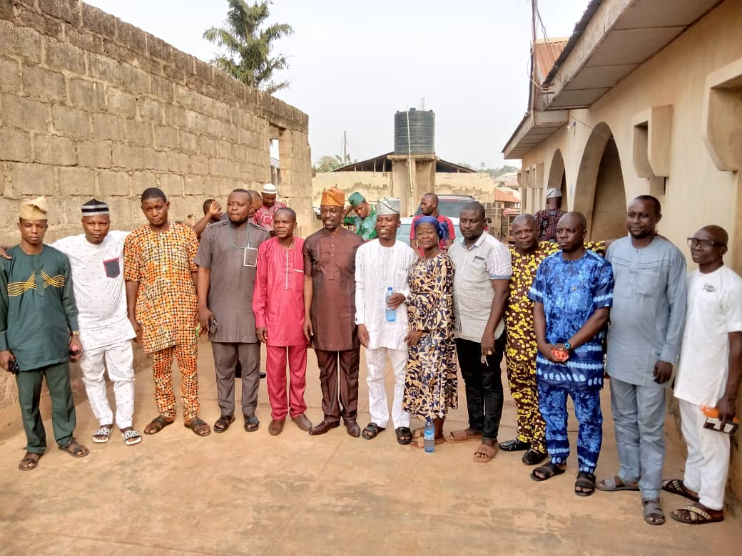 LG Poll: Olaide Settle, 10 PDP Councilorship Candidates In Oluyole Pay Akeem Olatunji 'Thank You' Visit At His Ibadan Residence