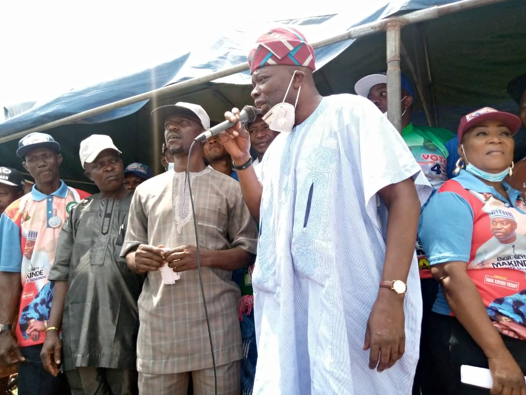 LG Elections: Oyo PDP Campaign Train Hits Oyo Federal Constituency As Party Formally Presents Flags To Candidates
